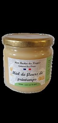Le miel de Printemps est le premier produit de l'année à être récolté dans la ruche. A cette période, mes abeilles butinent principalement des fleurs d'arbres fruitiers tels que leprunellier,merisier, cerisier, pommier mais aussi des arbustres de haies comme l'aubépine, l'épine noir ou blanche et des fleurs des près comme le pissenlit.  Miel doux aux notes végétales.  Ce mielest d'une couleur très claire et présente un parfum très floral, particulièrement doux, fin et suave. C'est un mielqui se présente sousforme cristalisée, en grain fin, délicieux en dégustation ou tout simplement pour sucrer votre café ou vos patisseries.  Un bouquet de note fraiches et végétales. Si vous l'aimez davantage crémeux sur une tartine, il suffira de le fouetter légérement à la fourchette.  Conditionné en pot végétal et compostable.