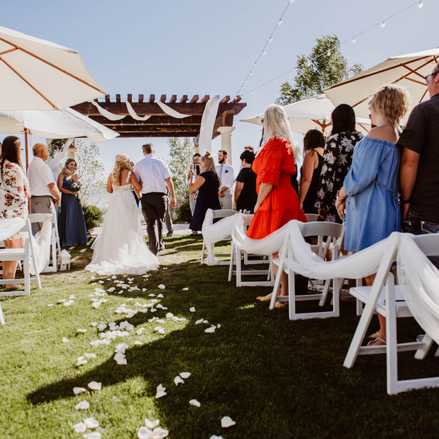 You can rent umbrellas from different rental companies for your outdoor ceremony!