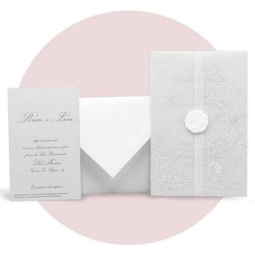 Partecipazione con decoro floreale in termo rilievo bianco