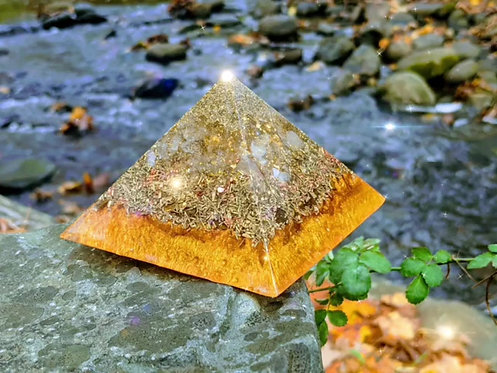 """NEW! Soul's Gold GIZA Orgonite Protection Pyramid (4"""" sq in base)"""