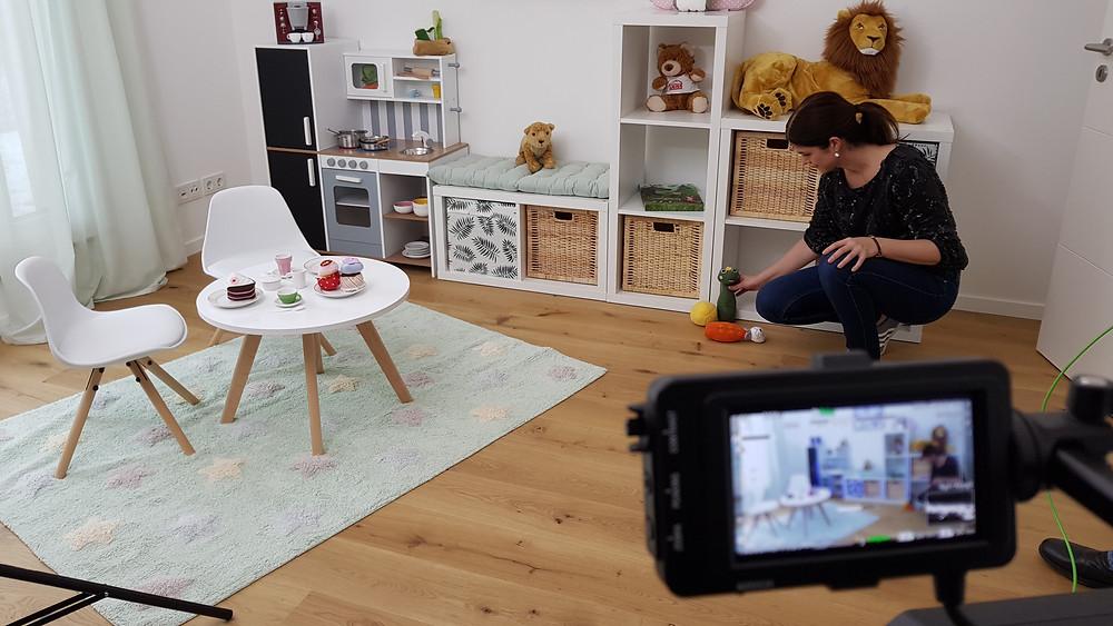 Melina Rost beim Dreh zur Videoreportage Fertighaus Weiss
