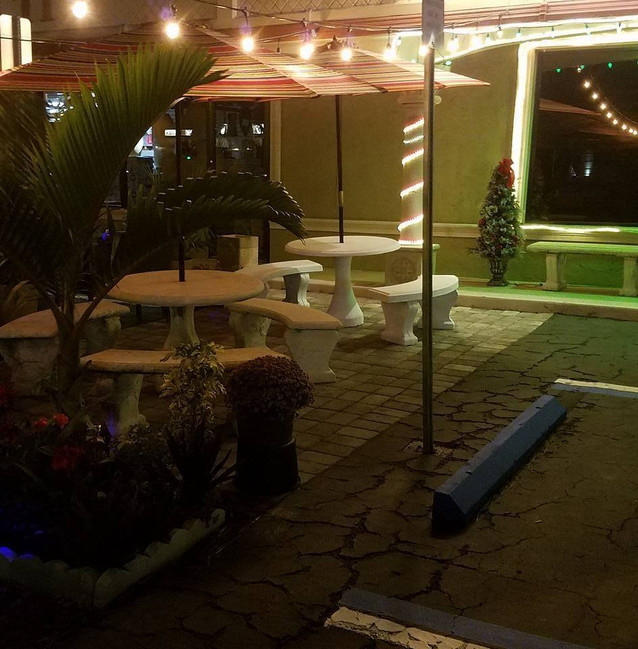Outdoor dining, perfect for a pleasant Venice evening!