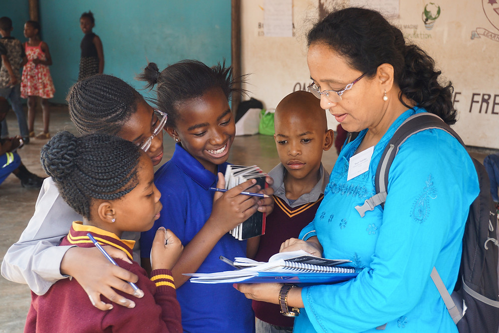 Meera Tendolkar reviewing multiplication tables with students at Ithuteng Primary School