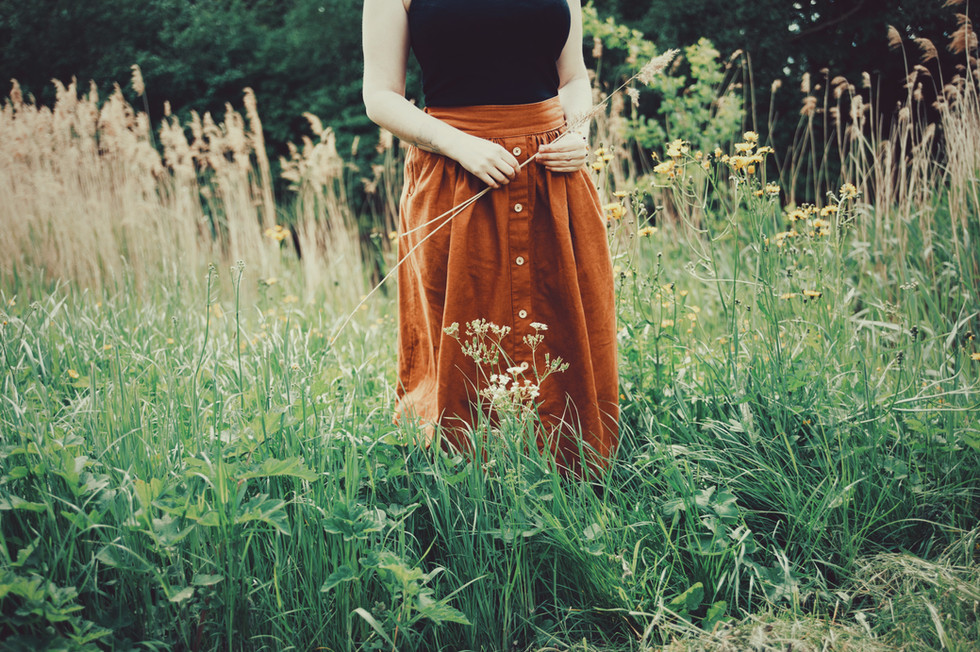 jeanique kats - womens skirt - rust butt