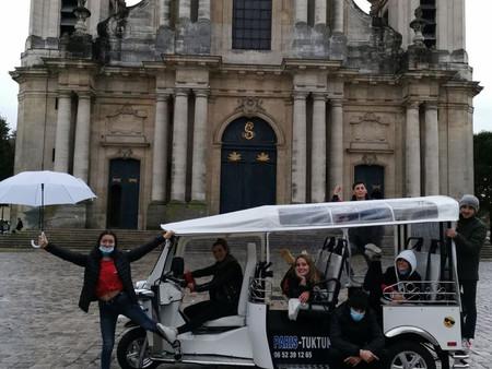 Octobre 2020 : .Enquête en Tuk Tuk dans le quartier Saint-Louis de Versailles.