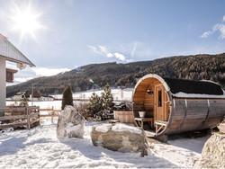 Suna and hot tub snow