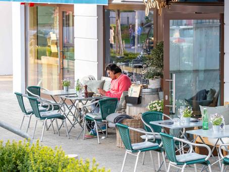 Das Brisgavi :                                                Café, Restaurant, Weinbar, Weinverkauf