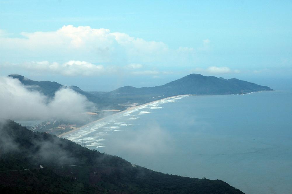 looking north to Lăng Cô beach