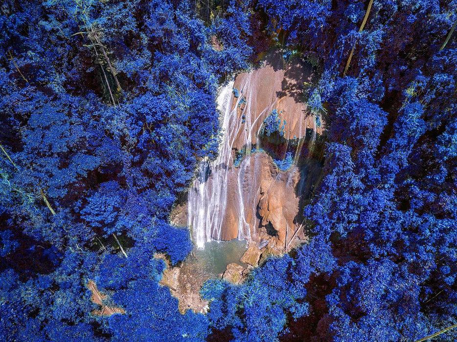 Colorshift - Waterfall 2160.jpg