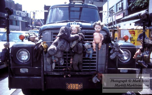 truck_and_Dolls_1.jpg