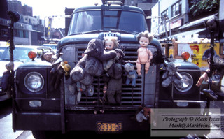 truck_and_Dolls_1.jpg