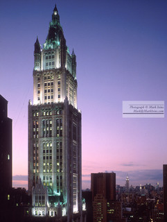 Woolworth_Building_looking_north.jpg
