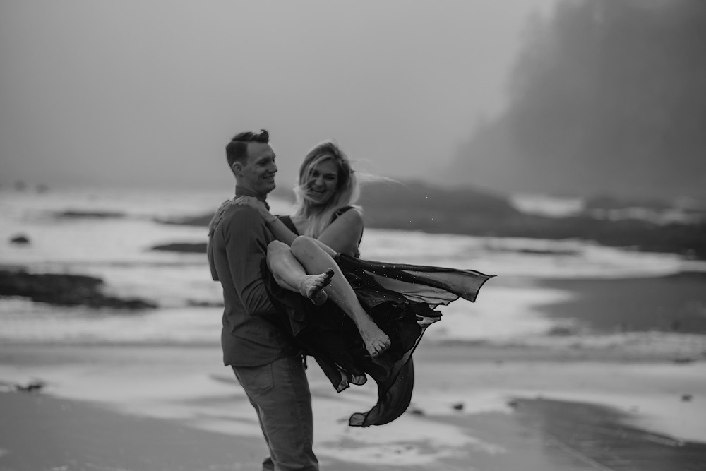 rialto beach, forks, engagement session, wedding photographer, adventure session, beach session
