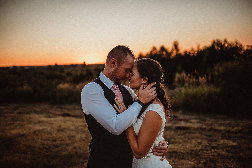 bride and groom, sunset photos, lord hill farms, pnw, pnw wedding photographer, rosendahl photography, wedding day, portraits