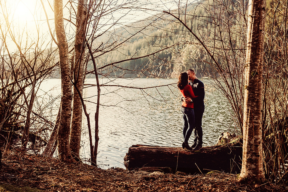 pnw engagement session rattlesnake lake adventurous photographer