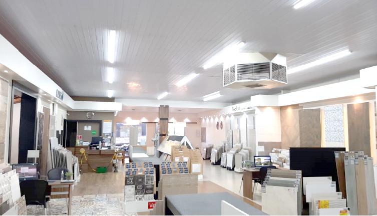 O Cliente sugeriu e a loja melhorou a iluminação do setor