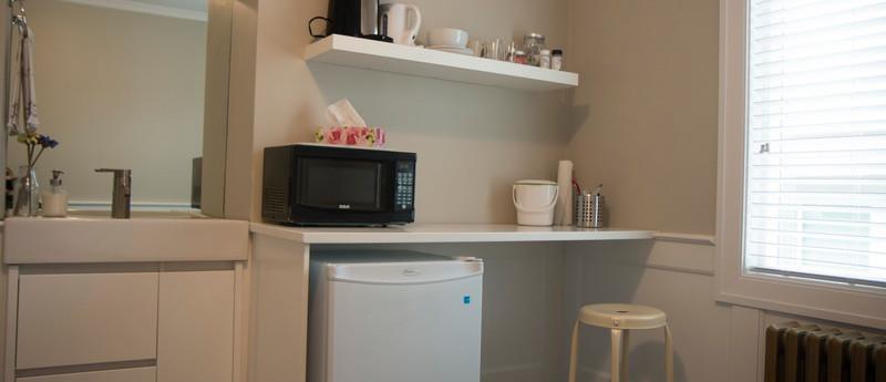 Room 34 kitchen_resize.jpg