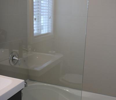 Penthouse Shower_Tub_resize.JPG
