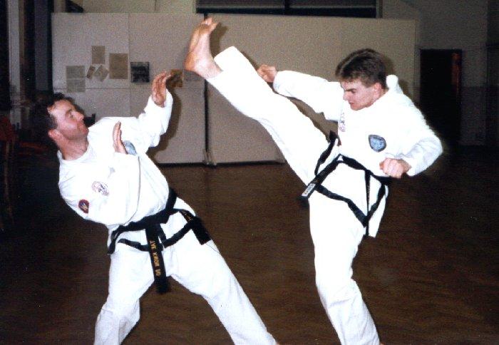 Dwonward Kick, 1994