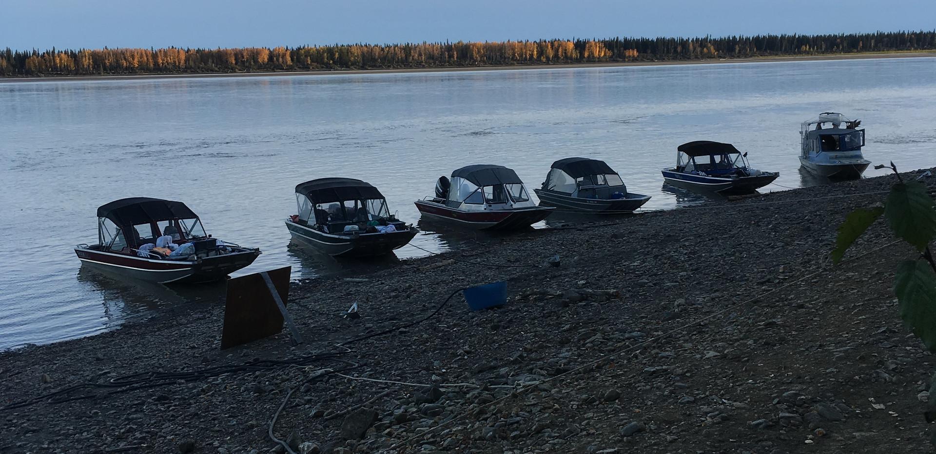 Boats Fueling at Yukon River Lodge.JPG