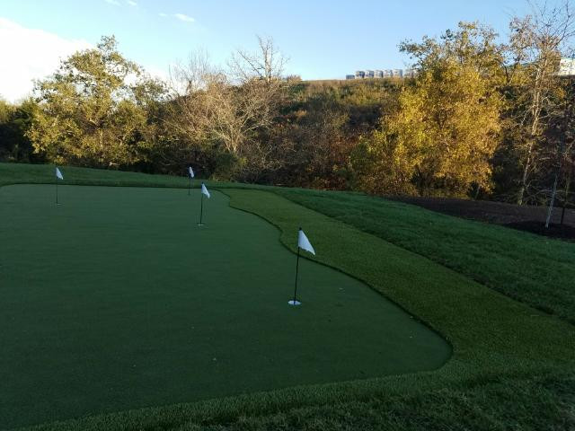 Sycamore Springs apartments - putting green