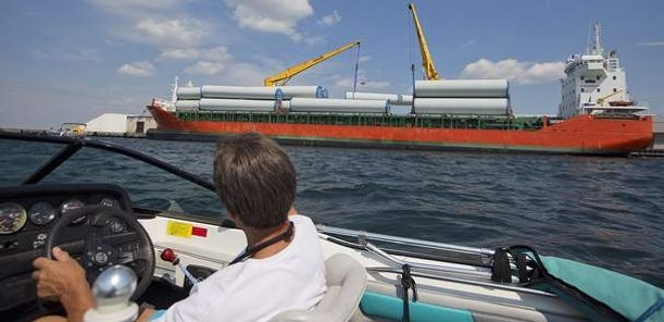 Wind turbine parts arrive in Ogdensburg by ship and rail