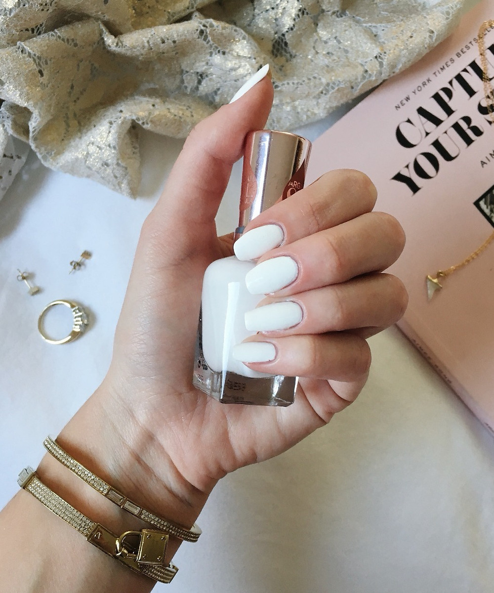 Caitlin Eliza 3 Tips for Long Strong Nails