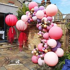"<img src=""balloon.jpg"" alt=""balloon arch tulle flowers centrepiece"