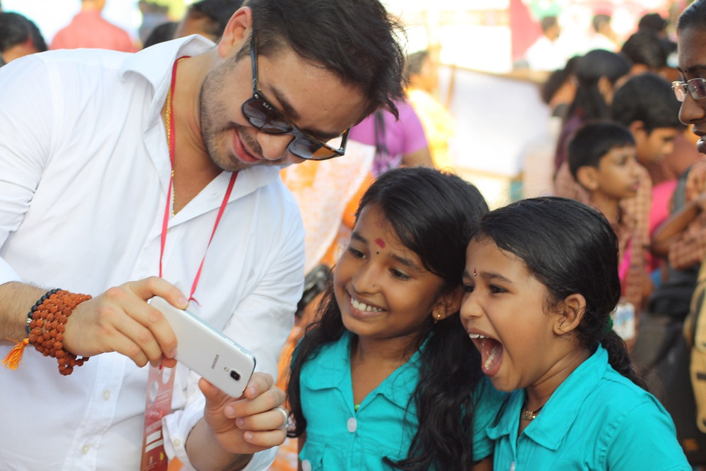 The Heart Fund - Humanitarian Mission - India - Dr david Luu and children