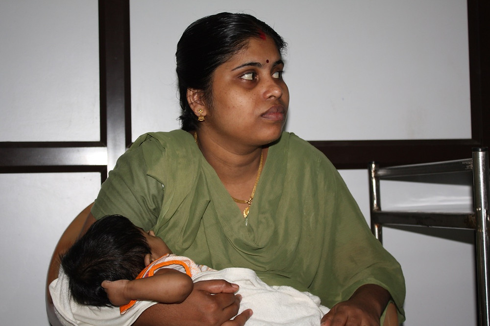 The Heart Fund - Humanitarian Mission - India - Mother and child