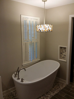 Soaking tub with wine nook