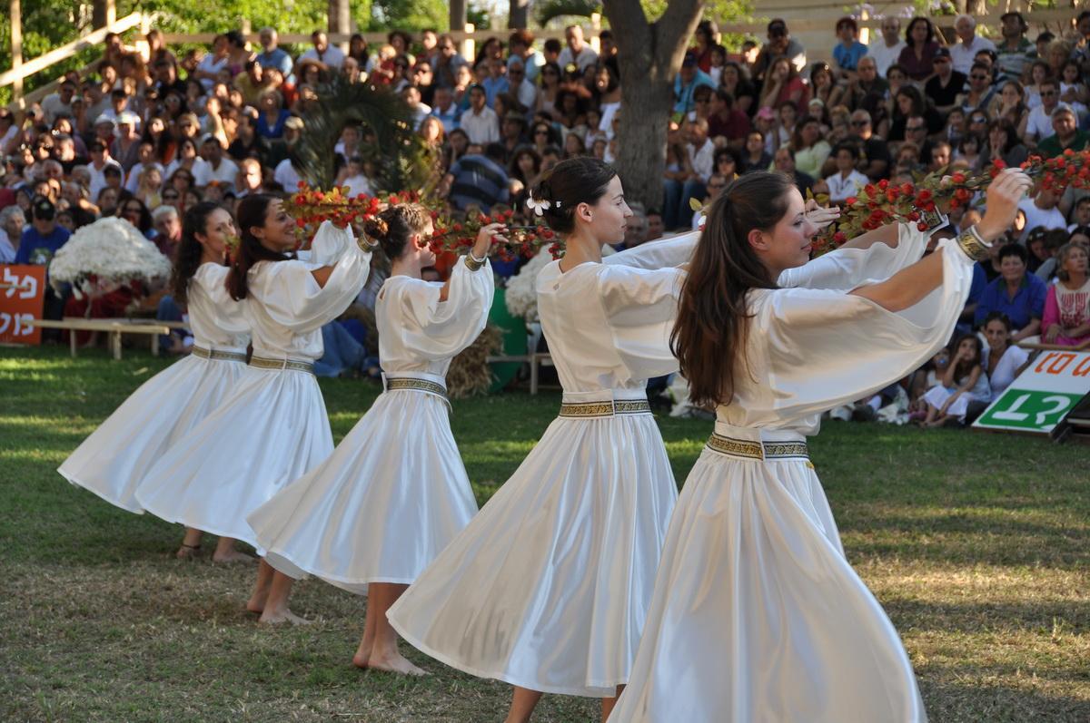 PikiWiki_Israel_3011_Jewish_holidays_חג_ביכורים_גן-שמואל_2009
