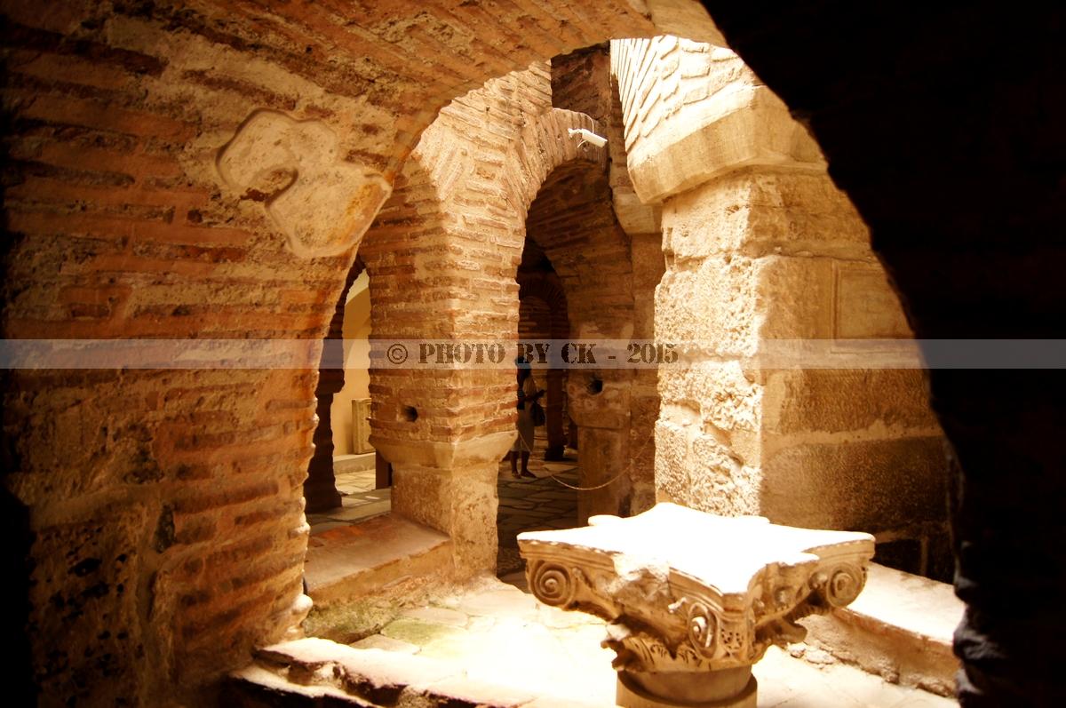 Hagios Demetrios Crypt02.jpg