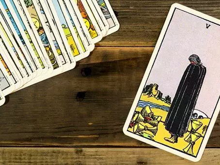 Cinco de Copas : Carta do Tarot