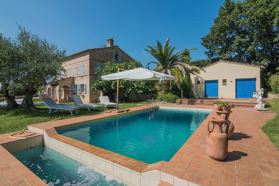 Casale-con-piscina-in-vendita-a-Belmonte