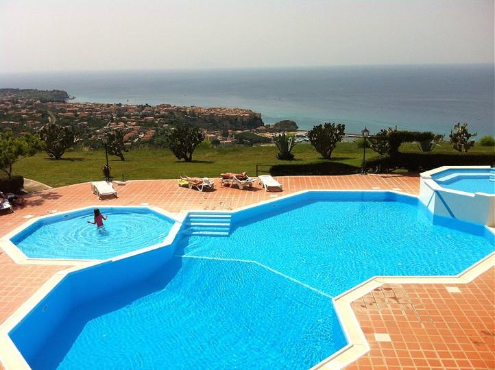 swimming-pool-and-tropea.jpg