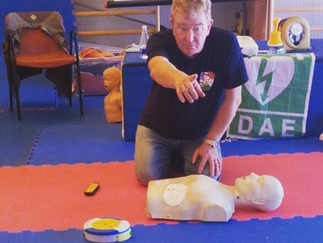 Corso BLSD con il dottor Cecchini: l'importanza del defibrillatore.
