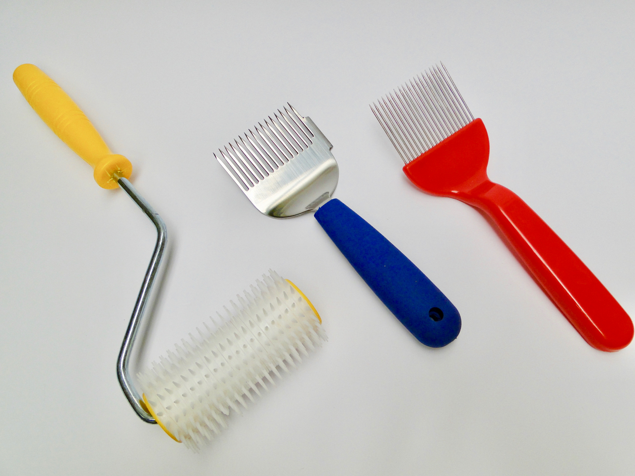 Comb roller and scratchers