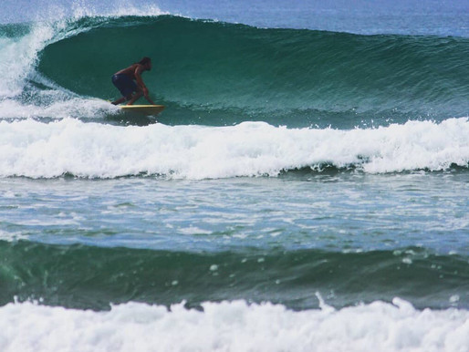 Play with waves in Weligama and Mirissa Sri Lanka