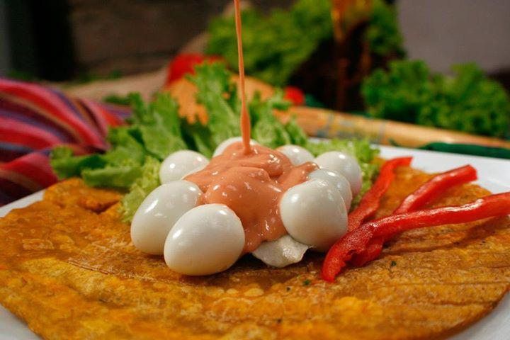Patacon con huevo de codornis