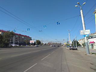 В Омске изменилась схема движения транспорта у ленинградского моста