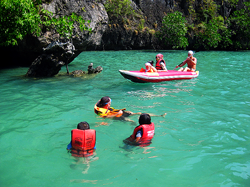 Kayaking at Hong lagoon