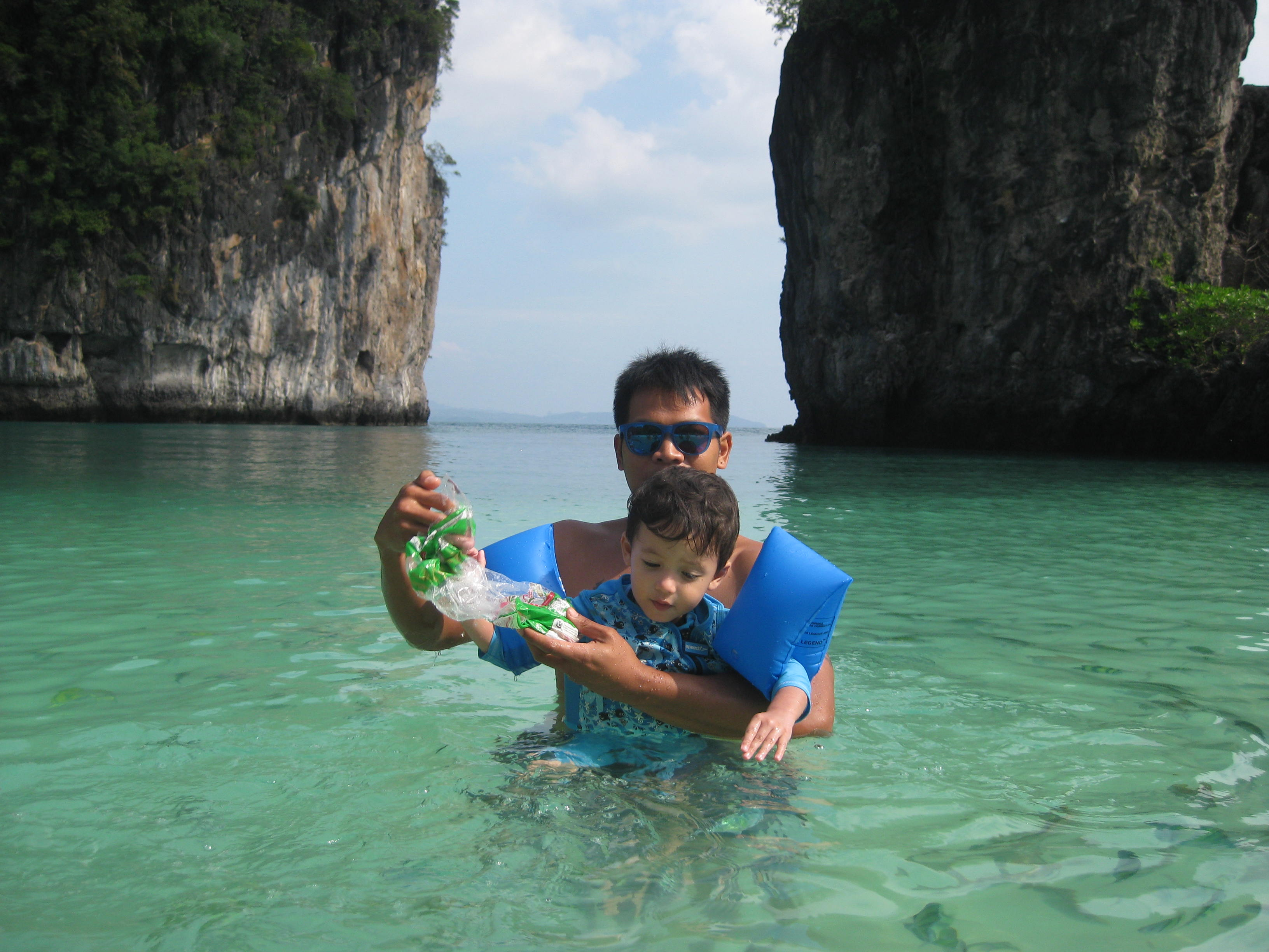 Big & Bodhi, Koh Hong