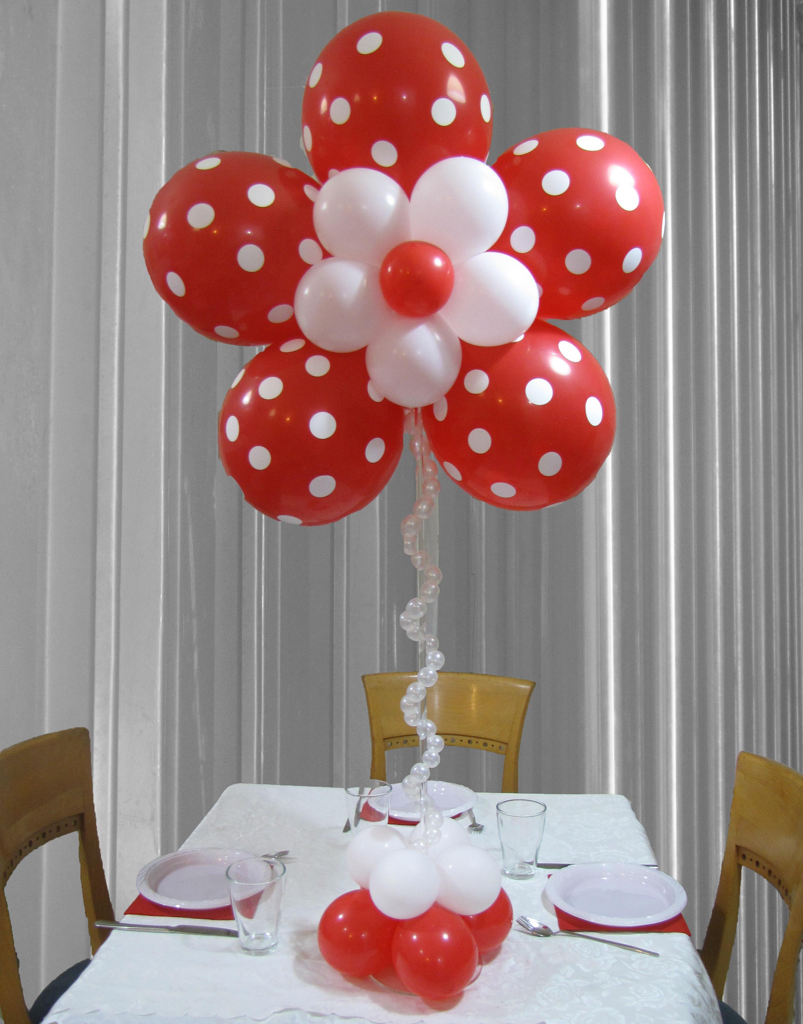 פרח אדום מרכז שולחן