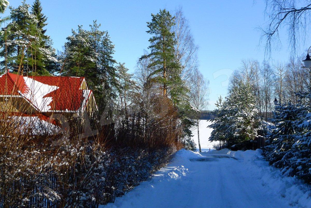 Подъезд к озеру