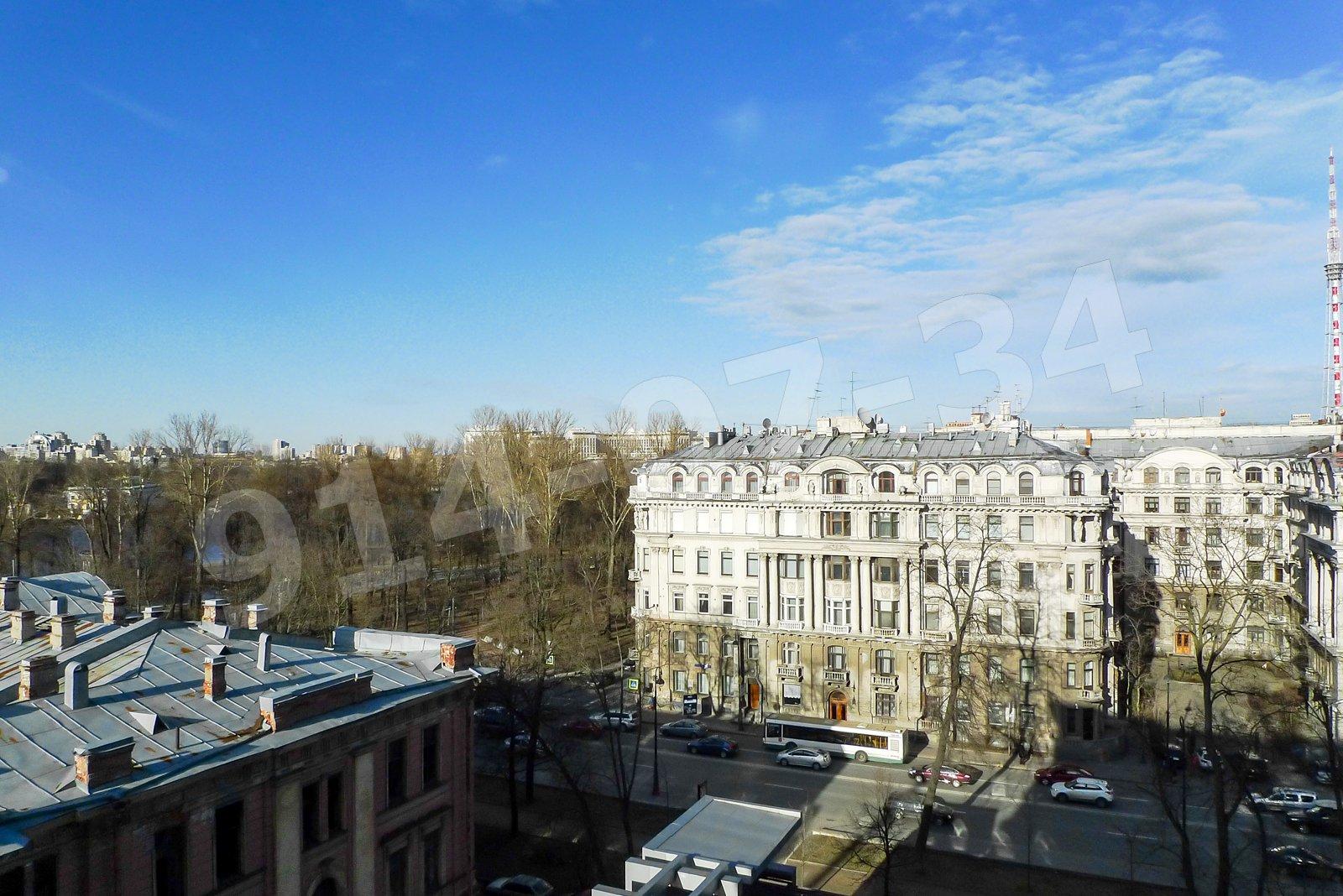 Вид с балкона на Каменноостровский