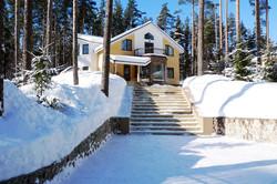 фасад дома зимой