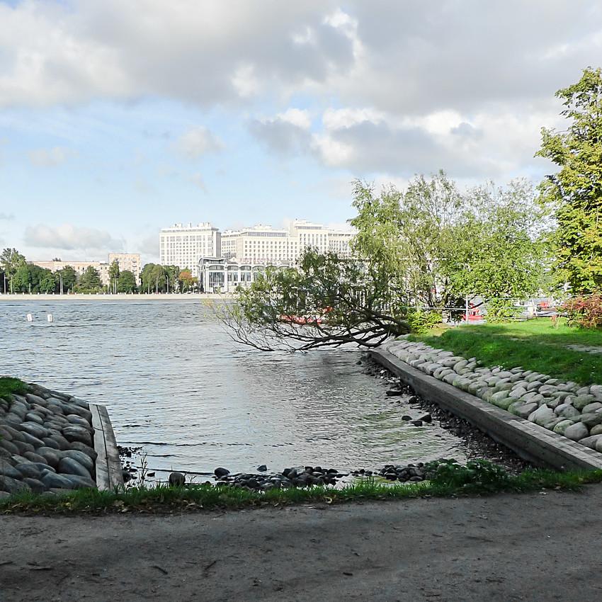 Лопухинский сад, вид на Ушаковскую набережную