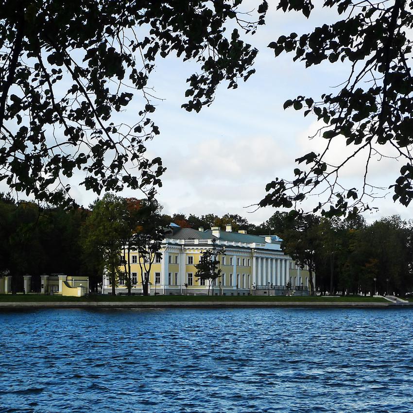 Лопухинский сад, вид на Каменноостровский дворец