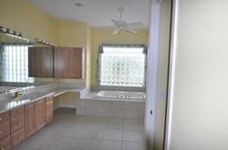 bathroom-before-remodeling